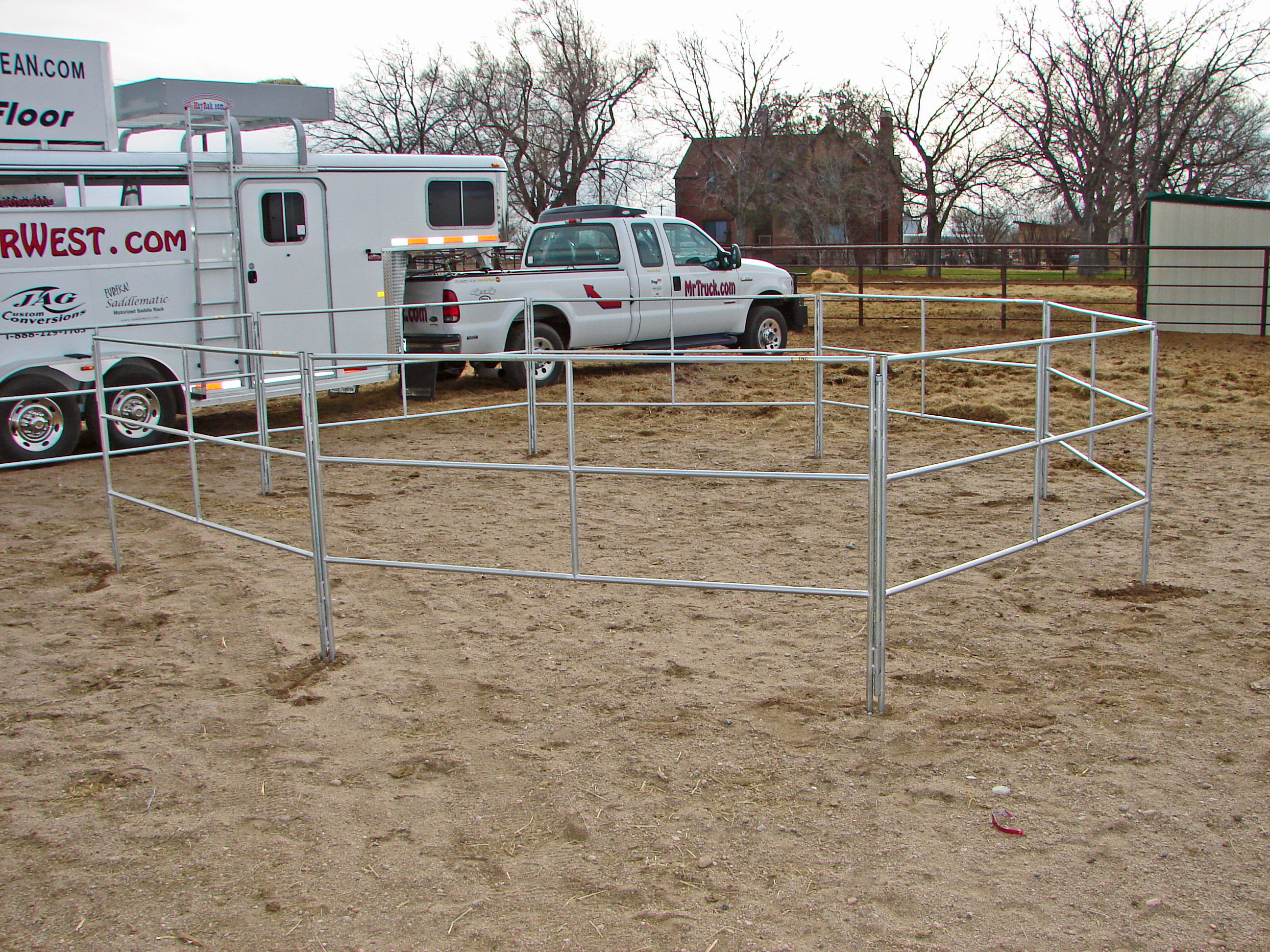 Escape Travel Trailer >> travel-n-corrals horse corrals go with your trailer