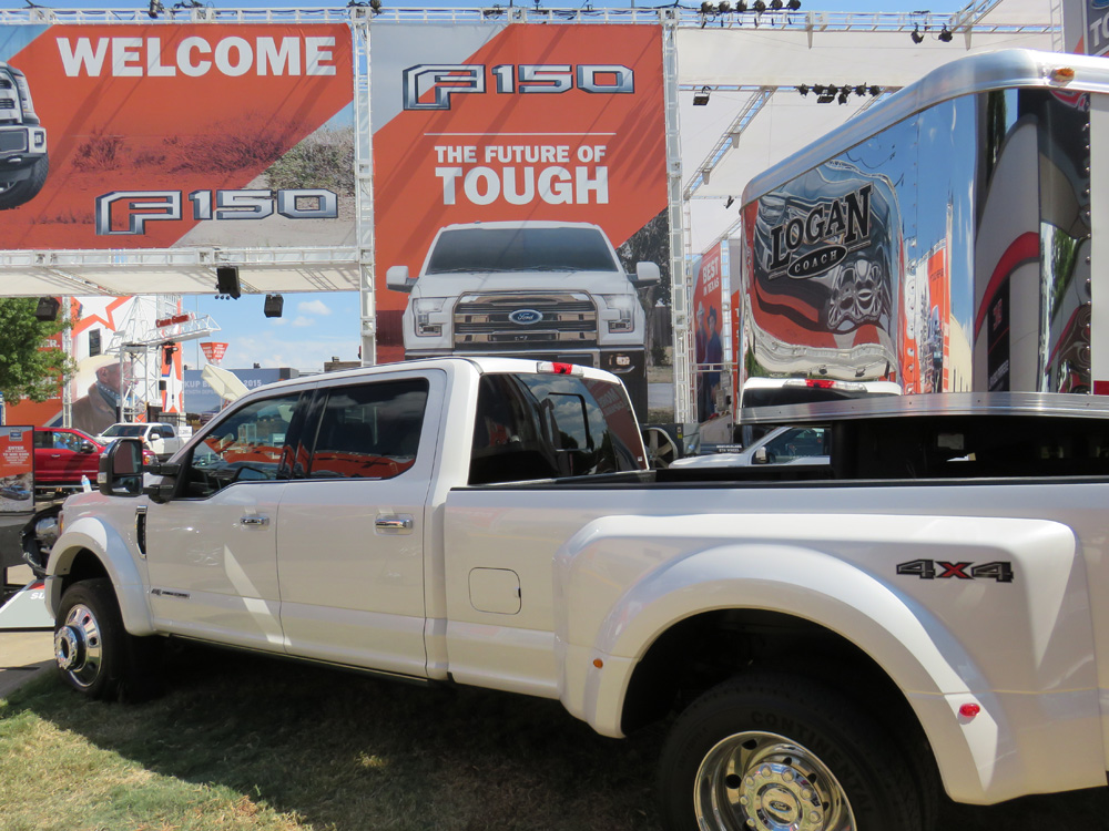 Dually Trailer Fenders : Ford introduces super duty trucks setting a new