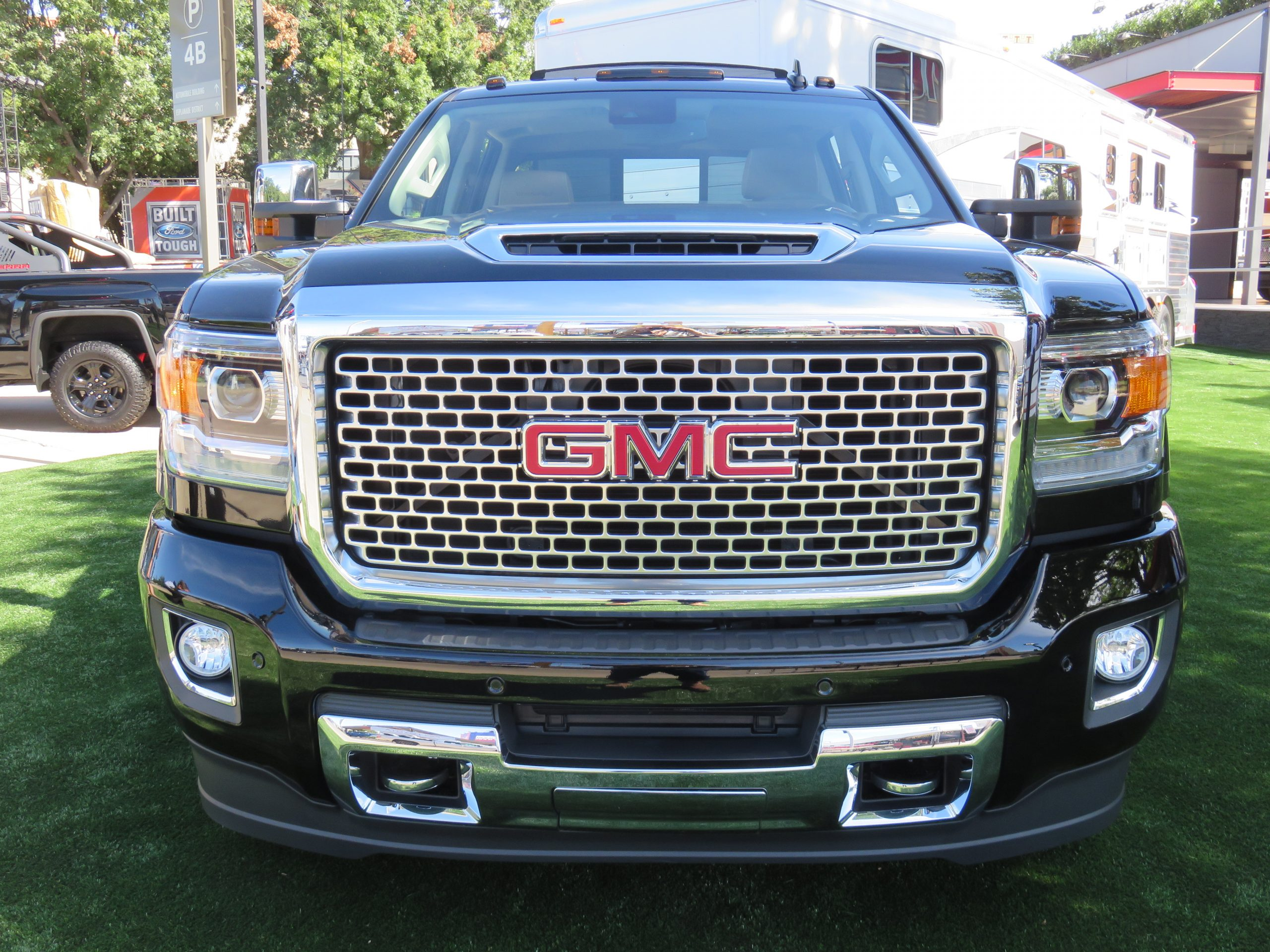 Heavy Duty Chevrolet 2017 Super Scoop